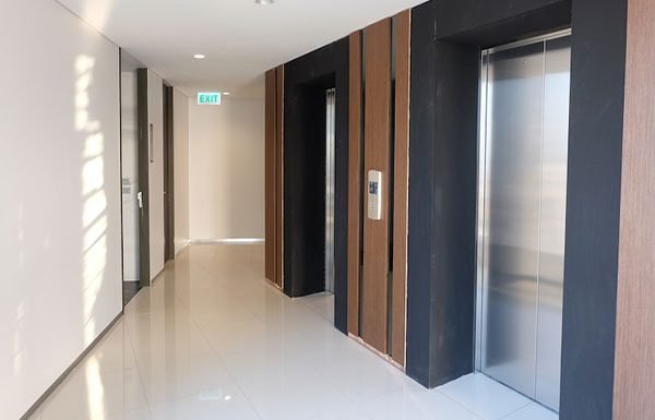 the-lumpini-24-bangkok-condo-for-sale-elevator