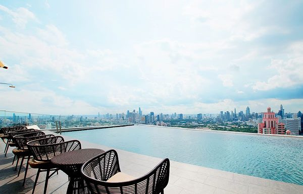 the-lumpini-24-bangkok-condo-for-sale-sky-swimming-pool-2
