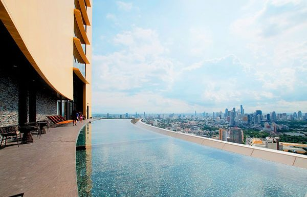 the-lumpini-24-bangkok-condo-for-sale-sky-swimming-pool-3